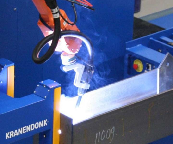 robot-welding-beams_0
